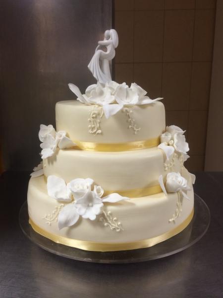 marcipán esküvői torta TORTÁK   Esküvői torta 2   Vén Duna Cukrászda marcipán esküvői torta