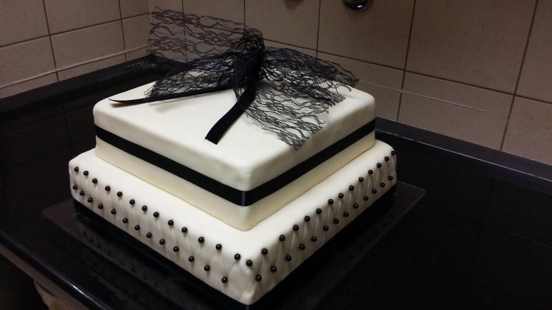 fekete fehér esküvői torta 2 Esküvői torta fekete fehér fekete fehér esküvői torta