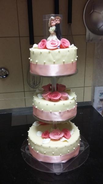 esküvői emeletes torta 4 Esküvői torta   3 emeletes esküvői emeletes torta