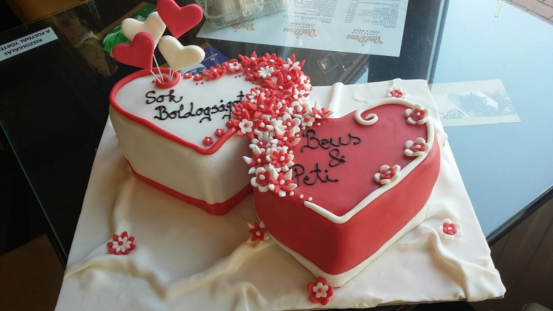 szív torta képek Szív torta esküvőre szív torta képek
